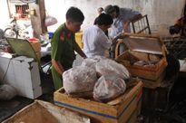 Phát hiện hàng trăm tấn thịt bẩn, thịt thối ngay giữa chợ trung tâm Bình Phước
