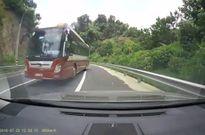 Clip: Xe Thành Bưởi lại vượt ẩu, coi thường tính mạng hành khách