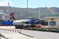 Bức xúc tiền công thấp, công nhân cảng Thị Nại đồng loạt đình công