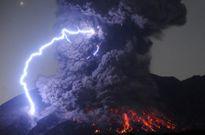 Núi lửa Nhật Bản phun trào tạo ra cơn bão khủng khiếp