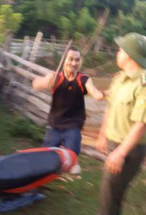 Nghệ An: Lâm tặc hành hung kiểm lâm đầu thú sau khi gây án