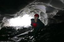 Vẻ đẹp kỳ ảo đường hầm tuyết ở núi cao nhất Scotland