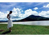 Facebook sao: Ngọc Trinh chụp ảnh áo tắm, Phạm Hương vui vẻ đi ăn với An Nguy