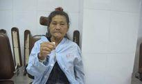 Phát hiện con đỉa dài 7cm sống trong cổ họng cụ bà 72 tuổi