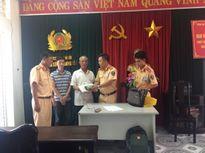 Hà Nội: CSGT trả lại 40 triệu đồng cho người đánh rơi