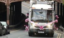 Sửng sốt cô dâu dùng xe chở rác làm xe hoa