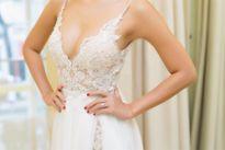 Tiết lộ váy cưới sexy tột đỉnh của siêu mẫu Hà Anh