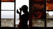 Kinh hãi hàng loạt bố mẹ thuê trai bao bị HIV về 'sex' với con gái