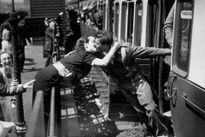 Những bức ảnh lịch sử: Chỉ có thể là tình yêu