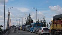 Cầu Rạch Miễu ùn tắc nghiêm trọng do xe tải bất ngờ chết máy