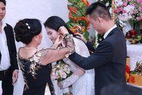 Hoa hậu Đông Nam Á 2014 nhận nhẫn đính hôn tiền tỉ trong đám hỏi