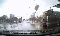Vòi rồng 'khủng' thổi bay hàng chục mái nhà ở Bắc Ninh
