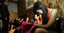 Sợ cảnh sát, gái mại dâm Trung Quốc không dám dùng bao cao su