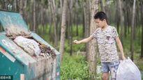 Cảm động cậu bé 12 tuổi đi nhặt rác kiếm tiền chữa ung thư cho mẹ kế