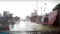 Vòi rồng, lốc xoáy 'thổi bay' hàng chục nhà dân ở Bắc Ninh
