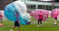 """Chuẩn bị mùa giải, Barca tập luyện """"dị"""""""