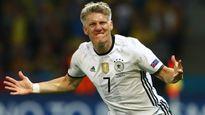 """Từ giã ĐT Đức, Schweinsteiger gia nhập """"đội hình 120"""""""
