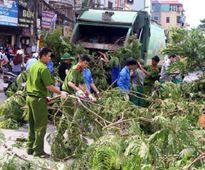 Sau bão số 1, Hà Nội thu dọn gần 800 tấn rác
