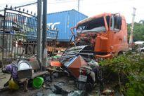 Xe đầu kéo gây tai nạn nghiêm trọng ở Bình Phước, 2 người bị thương