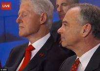 Donald Trump chế giễu ông Bill Clinton vì ngủ gật trong bài phát biểu của bà Hillary