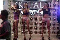 Chùm ảnh: Nỗi lo của những cô gái mại dâm tại khu đèn đỏ nổi tiếng Thái Lan