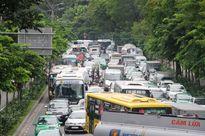 TP HCM: Hàng ngàn phương tiện 'chôn chân' giữa trưa nắng