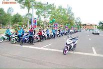 """Hàng trăm xế nổ Yamaha """"rồng rắn"""" rước dâu tại Bình Phước"""