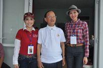 Hoa hậu Quý bà Châu Á không ngại nắng giúp đỡ người khuyết tật