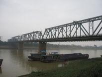 Từ 20/8, cho phép ô tô 7 chỗ lưu thông qua cầu Việt Trì