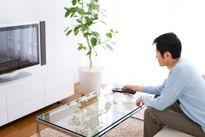 Đàn ông xem tivi trên 5 giờ mỗi ngày dễ bị yếu sinh lý
