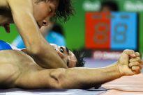 Chấn thương rợn người của đô vật hạng 75 kg tại Olympic