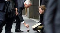 """Thủ tướng Australia hứng đủ """"gạch đá"""" vì cho tiền người ăn xin"""