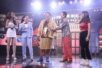 Ngọc Trinh được các người đẹp tán tỉnh trong game show