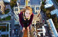 Cô gái liều mạng nhào lộn trên nóc nhà 70 tầng