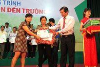Con em 60 hộ nông dân Bình Định được tiếp sức đến trường