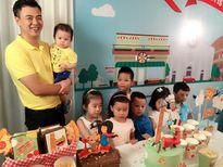Vợ chồng MC Tuấn Tú hạnh phúc mừng quý tử tròn 1 tuổi