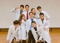 Sao Hàn 23/8: Kim Yoo Jung giả trai nhí nhố, Kim Rae Won ôm ấp Park Shin Hye