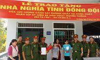 Cục Cảnh sát PCCC và CHCN trao tặng nhà nghĩa tình đồng đội