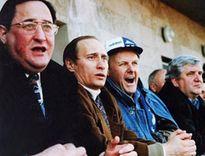 Tổng thống Nga Vladimir Putin thuở hàn vi sau khi bức tường Berlin sụp đổ: Sẵn sàng phù suy