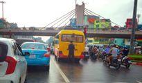 Người đàn ông tè bậy giữa đường Hà Nội: CSGT kêu khó