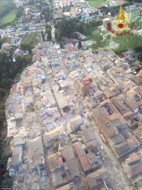 Video, ảnh: Italia tan hoang sau trận động đất làm biến mất cả thị trấn