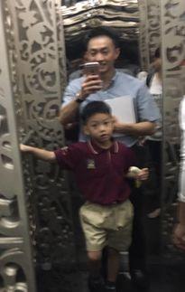 Cường Đô La vui vẻ đưa Subeo đi học