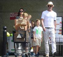 Dập tắt tin đồn ly hôn, Angelina và Brad Pitt kỷ niệm 2 năm ngày cưới