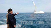 Ông Kim Jong Un ca ngợi vụ phóng tên lửa từ tàu ngầm