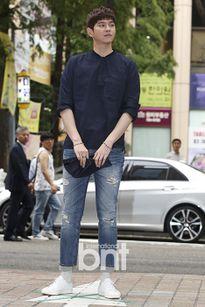 Kpop style 25/8: Park Shin Hye xuống sắc vì tóc mái nham nhở