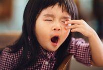 Những kiểu chăm con tai hại khiến trẻ càng ăn càng lùn