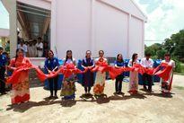 Phi Nhung trao tặng máy lọc nước cho người dân miền Tây