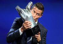 Ronaldo 'đá xoáy' Pique