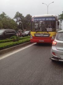 Người HN hãi hùng vì xe buýt - 'hung thần xa lộ' lộng hành trên phố