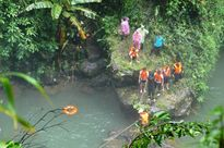 Đi từ thiện về, nam sinh bị trượt chân, rơi xuống thác cao 57 mét